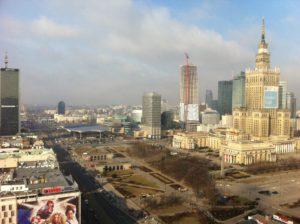 ホテルの部屋から眺めたワルシャワ市街。右側の建物は、演劇祭の会場ともなった文化科学宮殿。共産主義時代のモニュメントと言うべきか。
